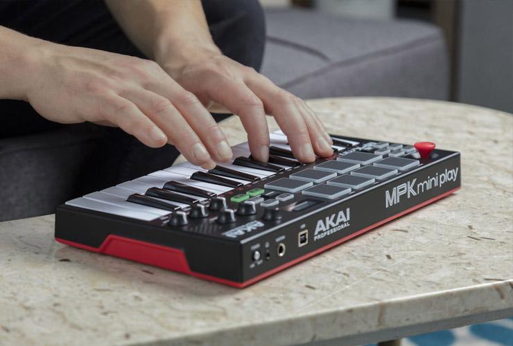 Naujiena: Akai MPK Mini Play MIDI klaviatūra