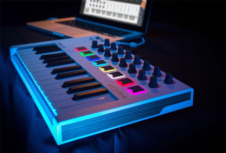 Naujiena: Arturia MiniLab MK2 MIDI klaviatūra