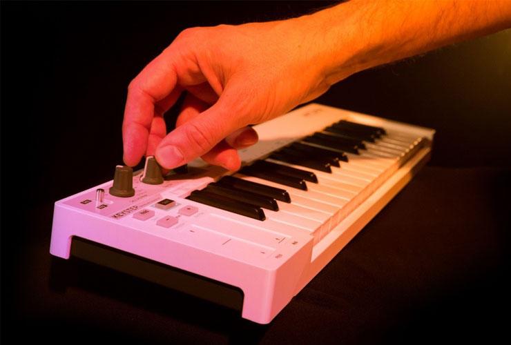 Naujiena: Arturia KeyStep MIDI kontroleris