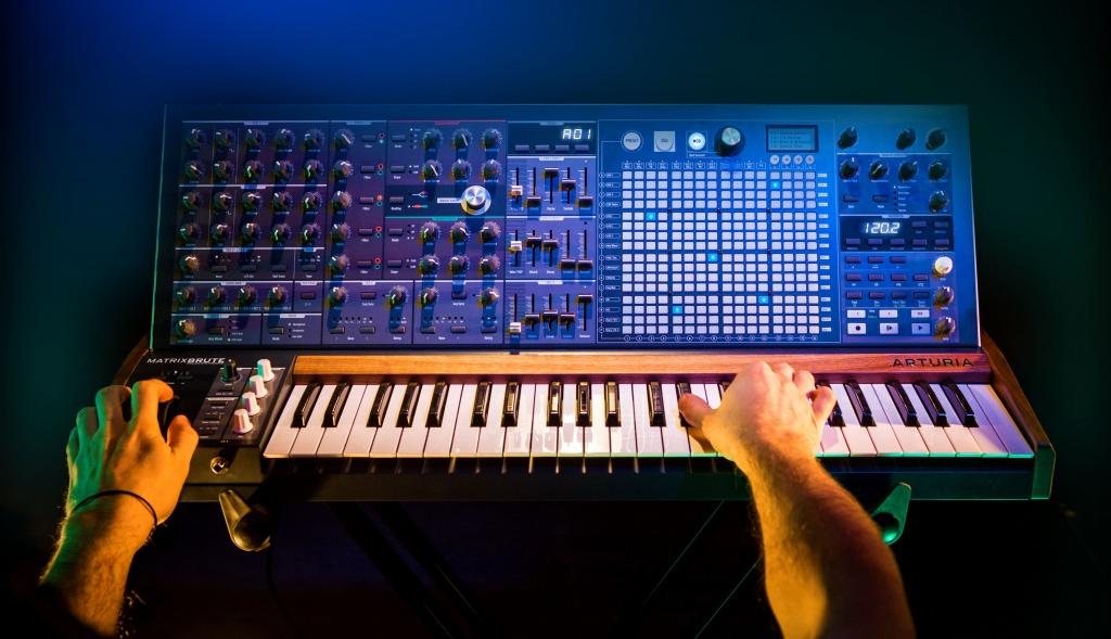 Naujiena: Arturia MatrixBrute sintezatorius